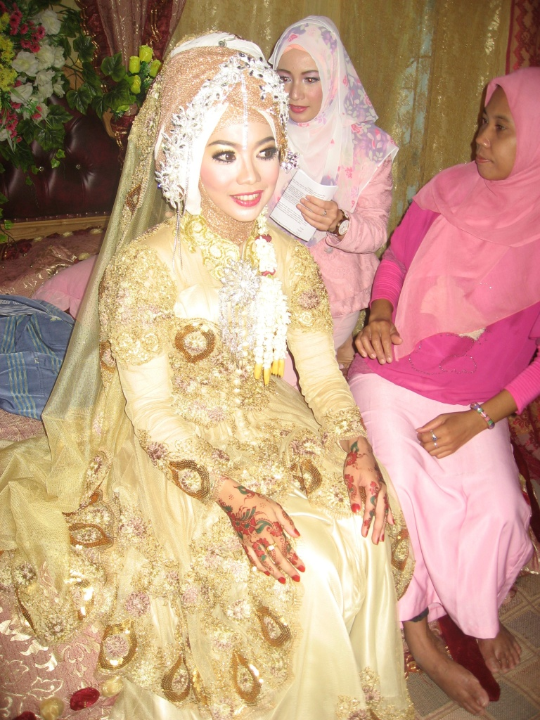 Zie in the dressing room before emerging to sign her marriage contract