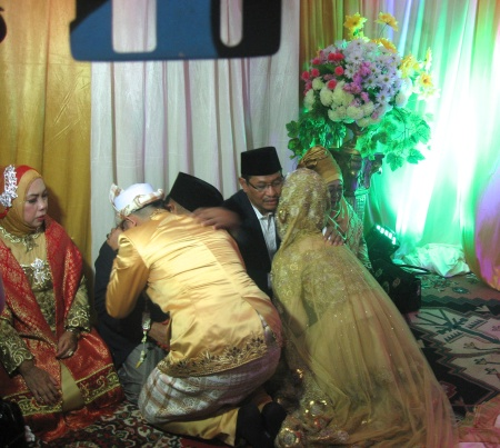 Zie and her new husband seeking blessings